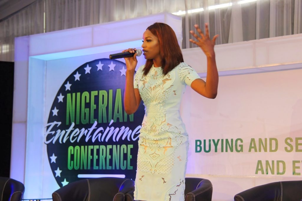 OMG!!! Seyi Shay messed up the National Anthem at the Nigerian entertainment Conference