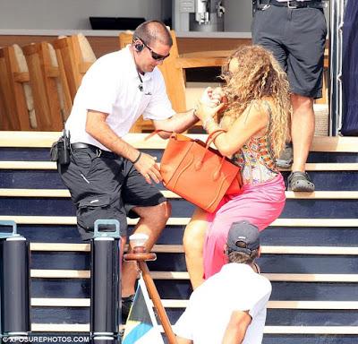 Mariah Carey tumbled  down the stairs