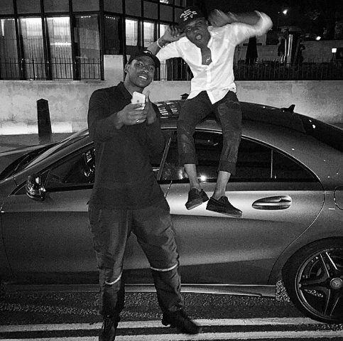 Wizkid  hangout  with Skepta as he touched down into London