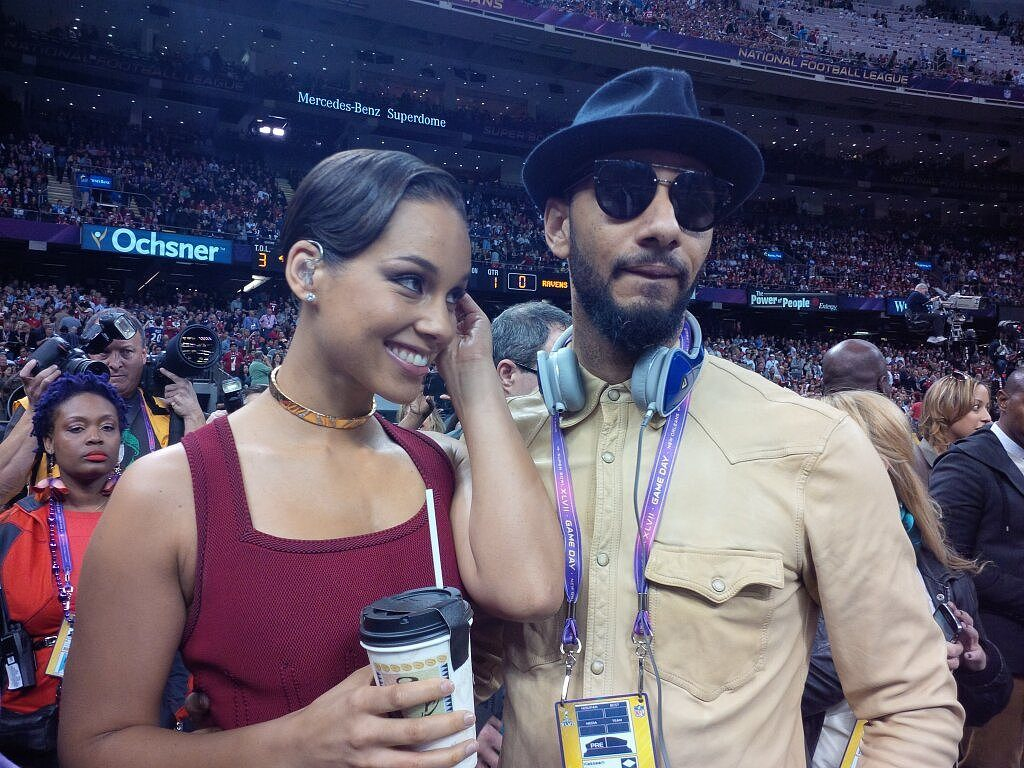 Alicia Keys and Swizz Beatz dancing and rocking to Wizkid's song Caro and Ojuelegba (VIDEO)