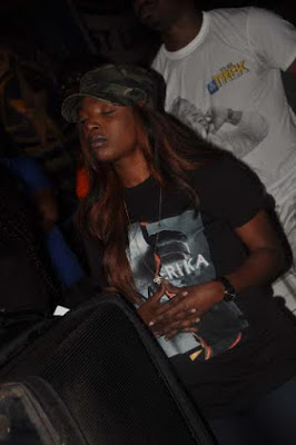 Female Fan of Tuface, Grabs Tuface and Strips infront of Him at Star Trek