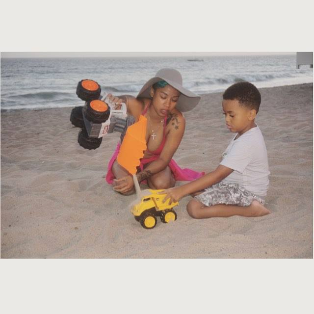 Keyshia Cole Hanging out with her son at Malibu Beach