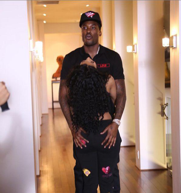 Meek Mill hold tight to his boo,Nicki Minaj booty