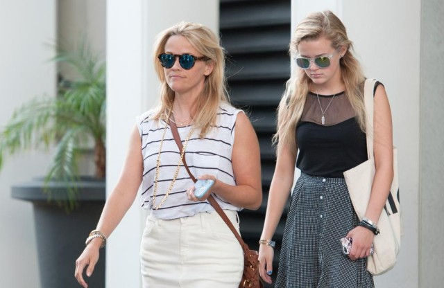 Reese Witherspoon swaps clothes with her daughter