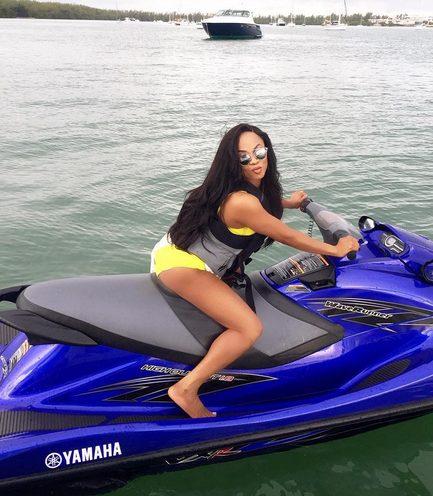 Toke Makinwa Murders In Yellow Bikini, As She Holidays In MIAMI, United States Of America