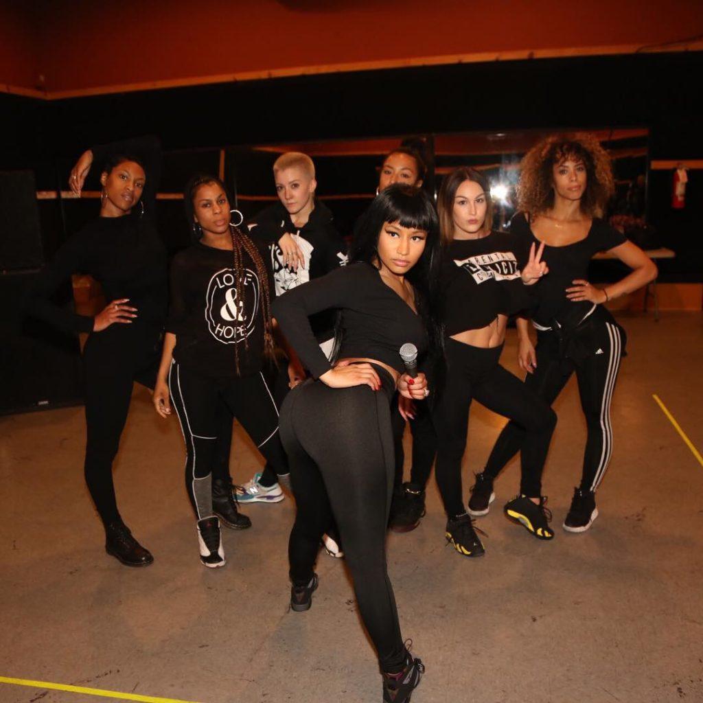 Nicki Minaj Raunchy,as She Poses with her Ass facing the Camera