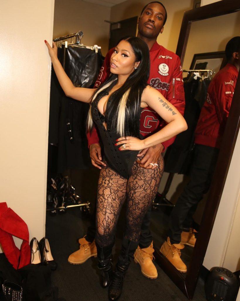 Nicki Minaj hot like a Slut, as She Bends over for Meek Mill