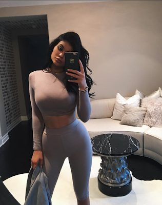 Kylie Jenner Displays her Curves in Super Hot Ultra-tight Leggings