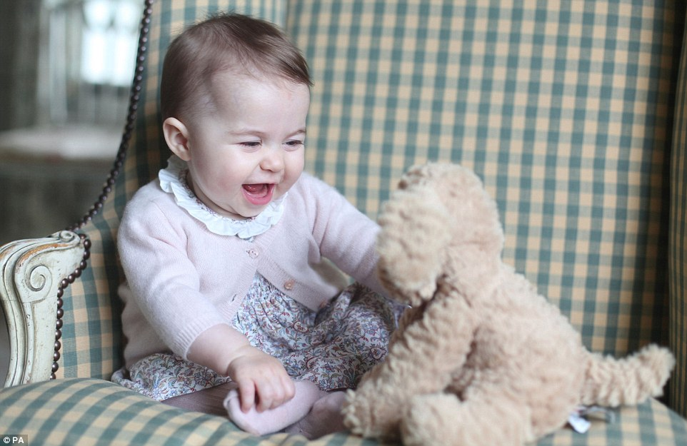 Prince Williams and Kate Releases new Photos of Princess Charlotte a Six months Old
