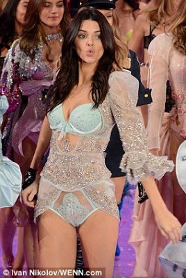 OMG!! MTO zoomed into Kendall Jenner in her revealing lingerie at Victoria's Secret show