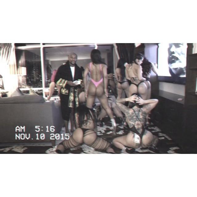 Floyd MayWeather Host House Party, Sprays Dollars on Female Strippers Twerking