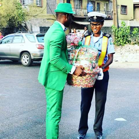Good and Kind Sabo/Yaba Road Commuter Gives Christmas Hamper to Popular Female Traffic Warden