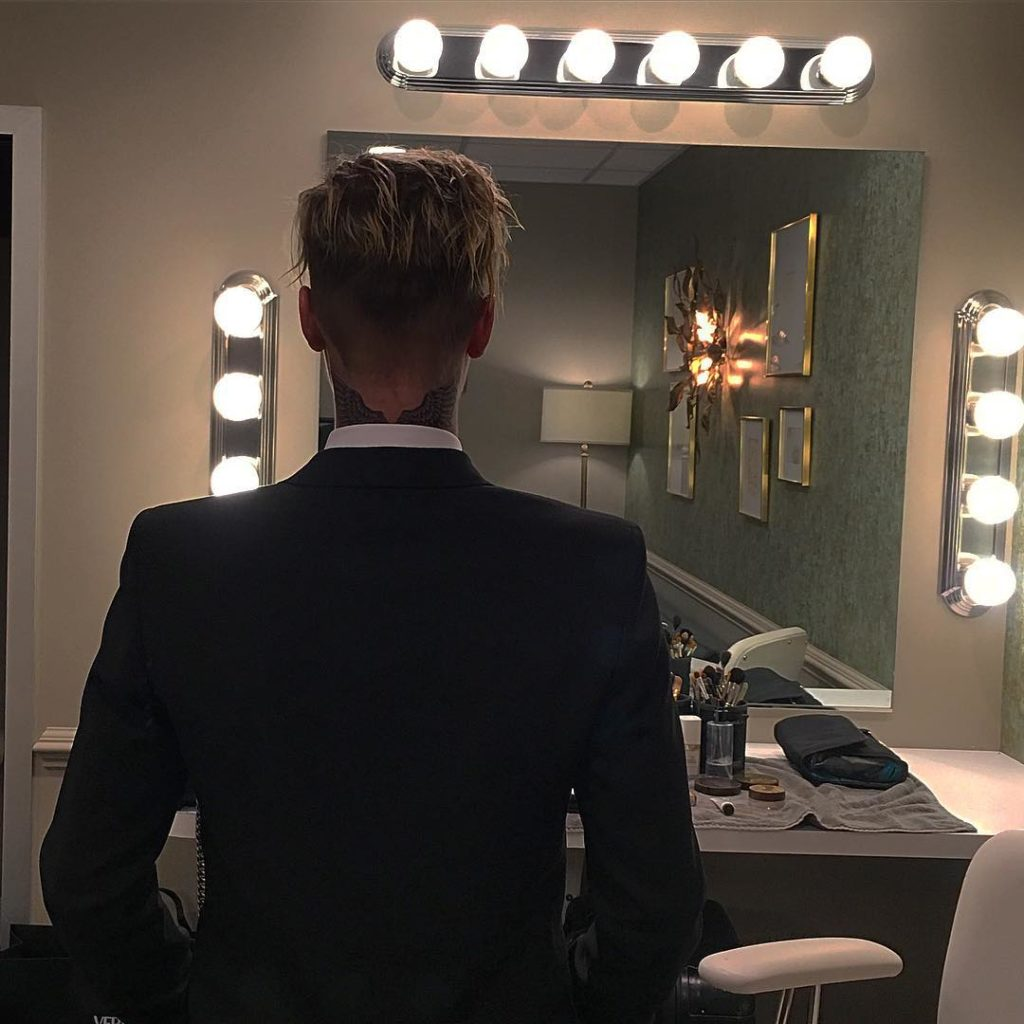 Justin Bieber display new Tattoo on the back of his neck