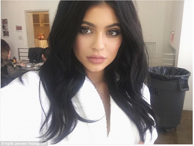 Kylie Jenner Proudly shows of her  Leg Scare on Instagram