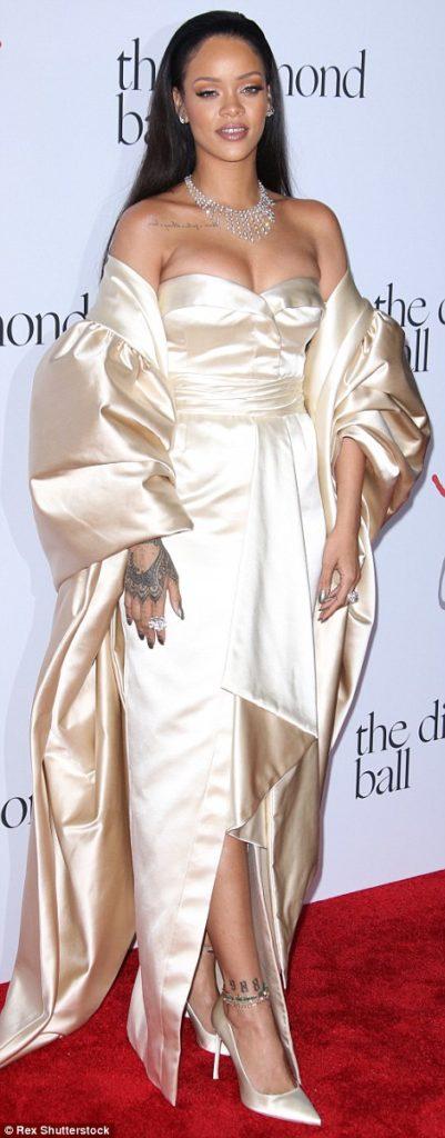 RihannaHotinaGoldenChristianDiorGownforherDiamondBallCharityDinner5