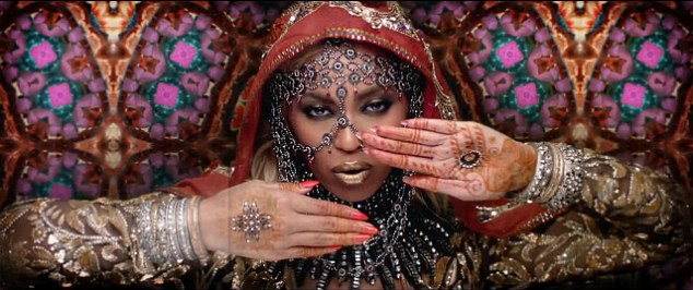 Beyonce Super Hot  in Indian attire for Coldplay's 'Hymn For the Weekend' video
