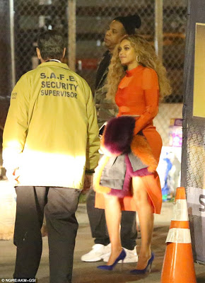 Beyonce sizzles in an orange Dress at the Super bowl 50