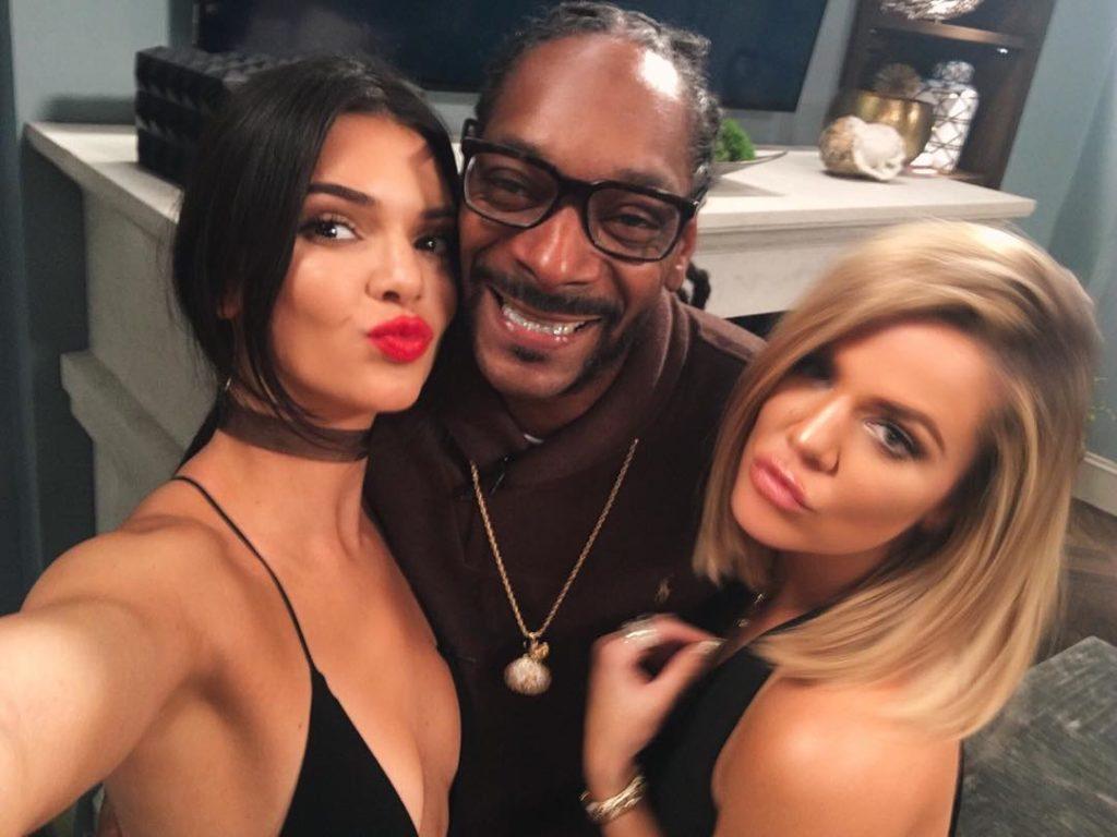 Kendall Jenner, Khloé Kardashian Takes Selfie with Snoop Dogg