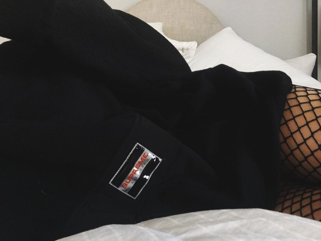 Kylie Jenner Bored, post Photos of her in Bed all day on Instagram