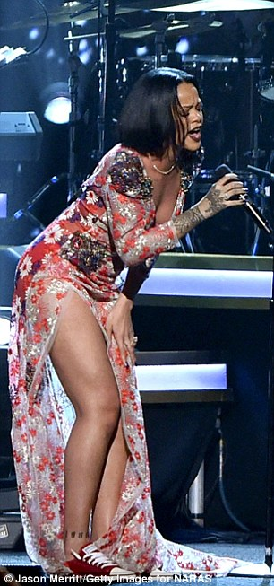 Rihanna Delays Anti World  Tour as she battles with to bout with bronchitis Infection