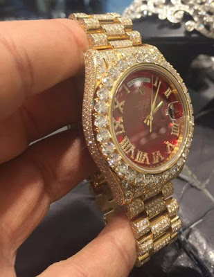 Davido shows of his $80k (N24million) diamond Rolex watch,Up-close photo of his diamond Watch