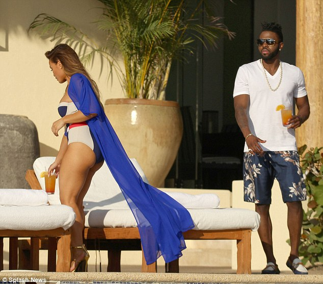 Jason Derulo and 50 cent Ex Gf Daphne Joy enyoing their PDA Moment in Mexico