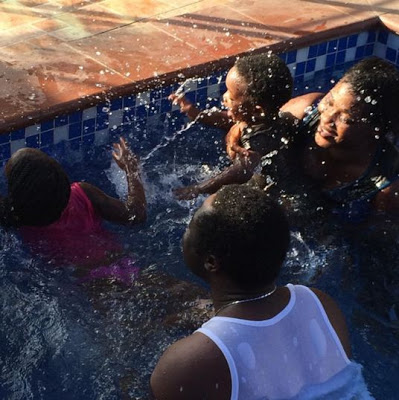 MercyJohnsonSharesadorablePhotosofherandherfamilychillinginsidetheSwimmingPool2