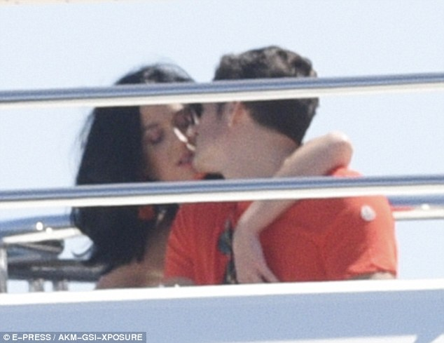 Orlando Bloom and Katy Perry all Lovedup on board a Yacht at Cannes Film Festival