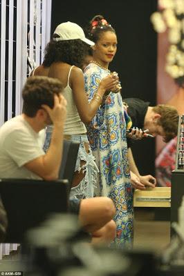 RihannaSexyinBillowyPatternedKaftanMax DressassheGoesShoppinginNYC28429