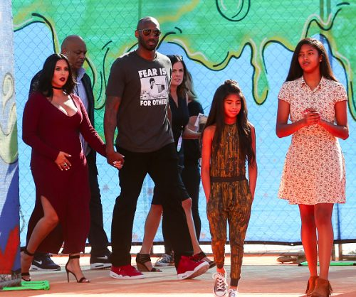 Kobe Bryant looking hot as he attends  Nickelodeon Kids Choice Award 2016 with his Family