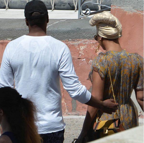 Between of Beyoncé,Jay Z & their bodyguard,Julius in Italy