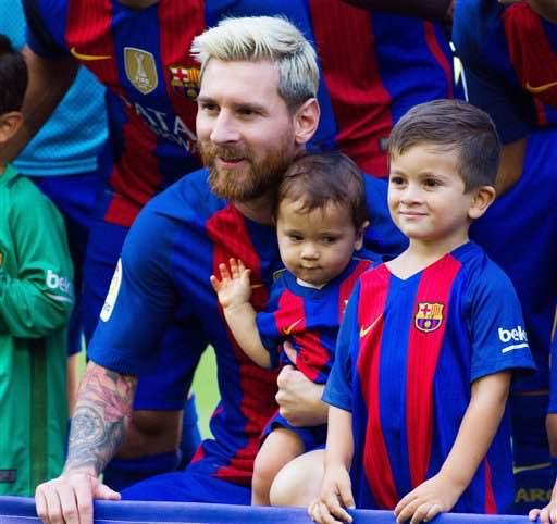 Cute Moments as Lionel Messi takes Photos with his two son and the Barcelona Team at Camp Nou