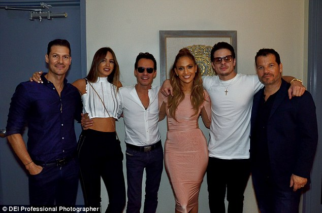 Jlo Hang out with her Ex-husband Marc Anthony, his wife and her Beau Casper Smart backstage Las Vegas