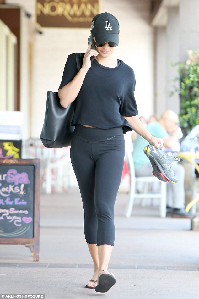 LeaMichelestepoutBralessinablackthigh