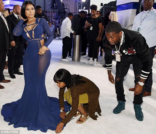 Nicki Minaj takes over MTV VMAs in Boobs Baring Blue See through Slick Dress