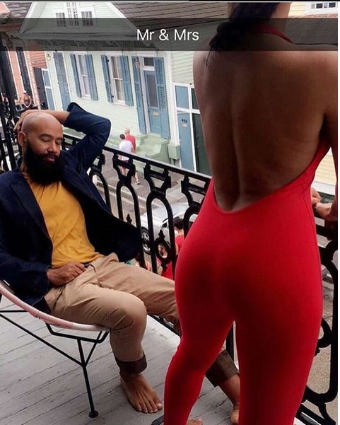Solange shows off her Bootylicious derriere while chilling with her husband