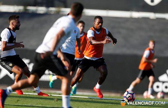 ValenciaFCplayerstrainingaheadofmatchwithNigerianLeagueallstars