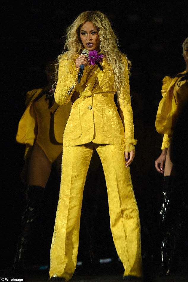 Beyonce Sexy Hot in yellow pantsuit to perform in New Jersey with surprise guest Serena Williams