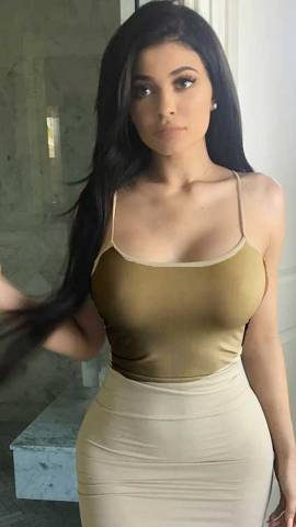 Kylie Jenner Boobs looks Bigger in New Photos?