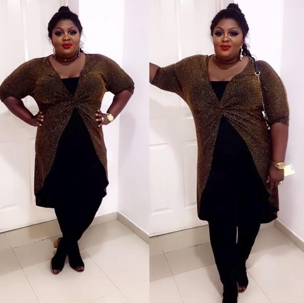 Actress Eniola Badmus Slays in a Golden and Black Dress for the Headies 2016 Awards