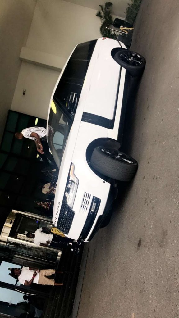 DMW CEO, Davido Buys himself  a Brand New 2017 Range Rover Sports for Christmas