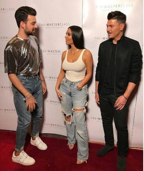 Kim Kardashian fab in ripped jeans at her master class in Dubai(Photos)
