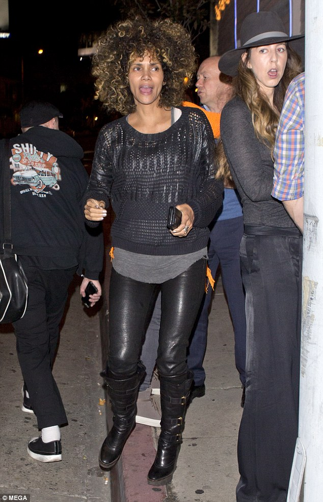 Halle Berry Steps Out For Dinner Makeup Free With Girlfriends