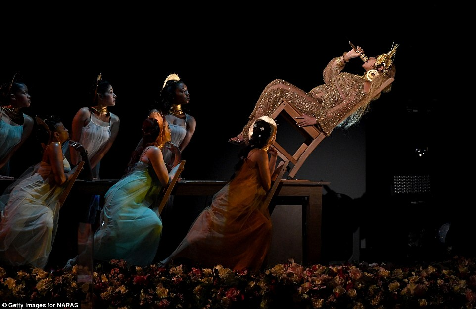 Beyonce bares baby bump in golden Costume as she performed at the Grammy Awards 2017