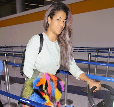 Singer Kelis Suffers Wardrobe Malfunction at the airport,accidentally exposed her G-string Pants