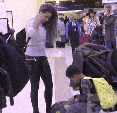 Singer Kelis Suffers Wardrobe Malfunction at the airport exposes her G-string Pants
