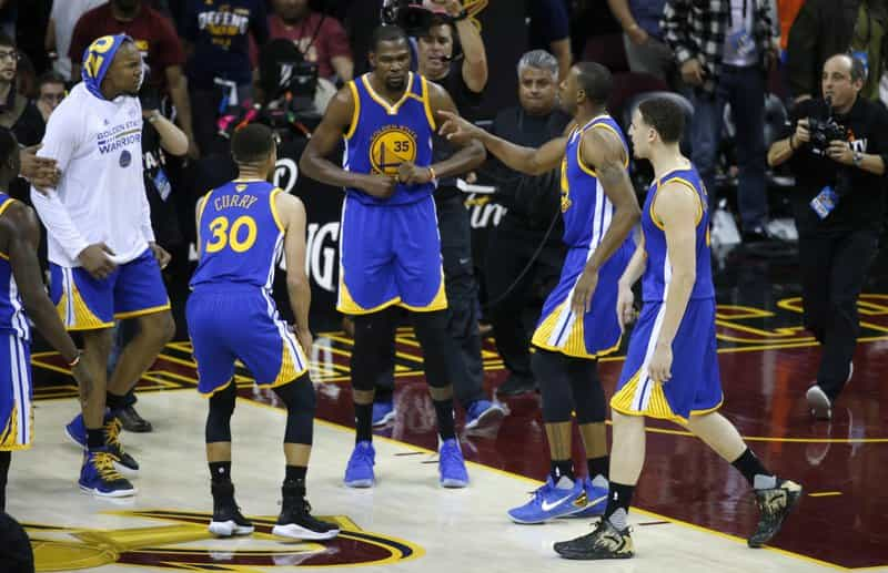 Golden State Warriors on Cruise Control as they take Game 3 to beat the Cleveland Cavaliers 118-113