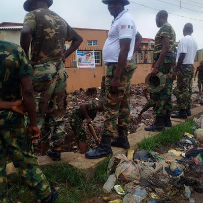 Soldiers in Ikorodu engage in community service, clear blocked drainage systems and refurbish roads in their environment