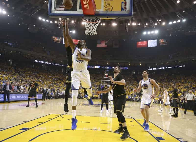 Steve Curry, Kelvin Durant lead Warriors to 2-0 lead with 132-113 rout
