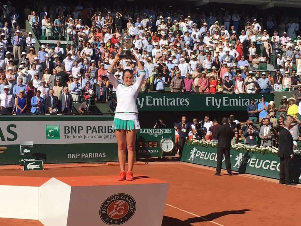 Jelena Ostapenko Defeat Simona Halep  4-6, 6-4, 6-3 at French Open for 1st title